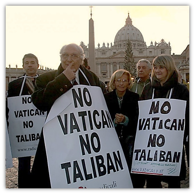 http://www.accademianuovaitalia.it/images/BLUE-SFUMATI/0-RADICALI-NO-VATICAN.jpg