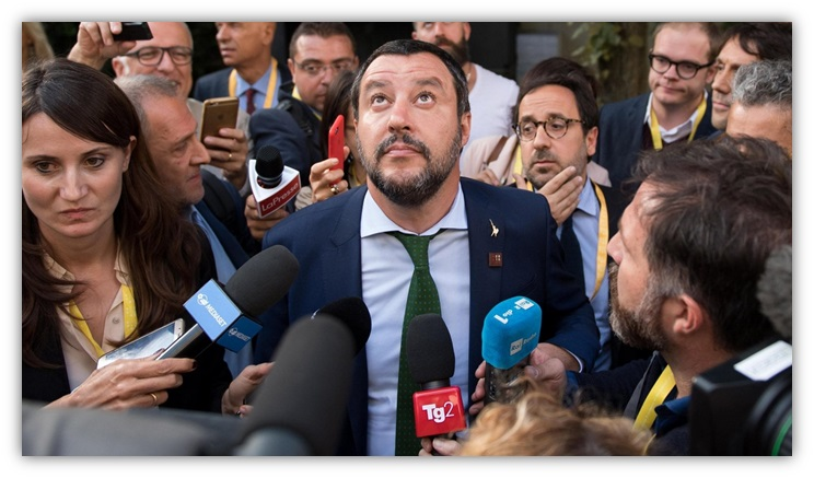 http://www.accademianuovaitalia.it/images/BLUE-SFUMATI/0-SUPERSALVINI.jpg